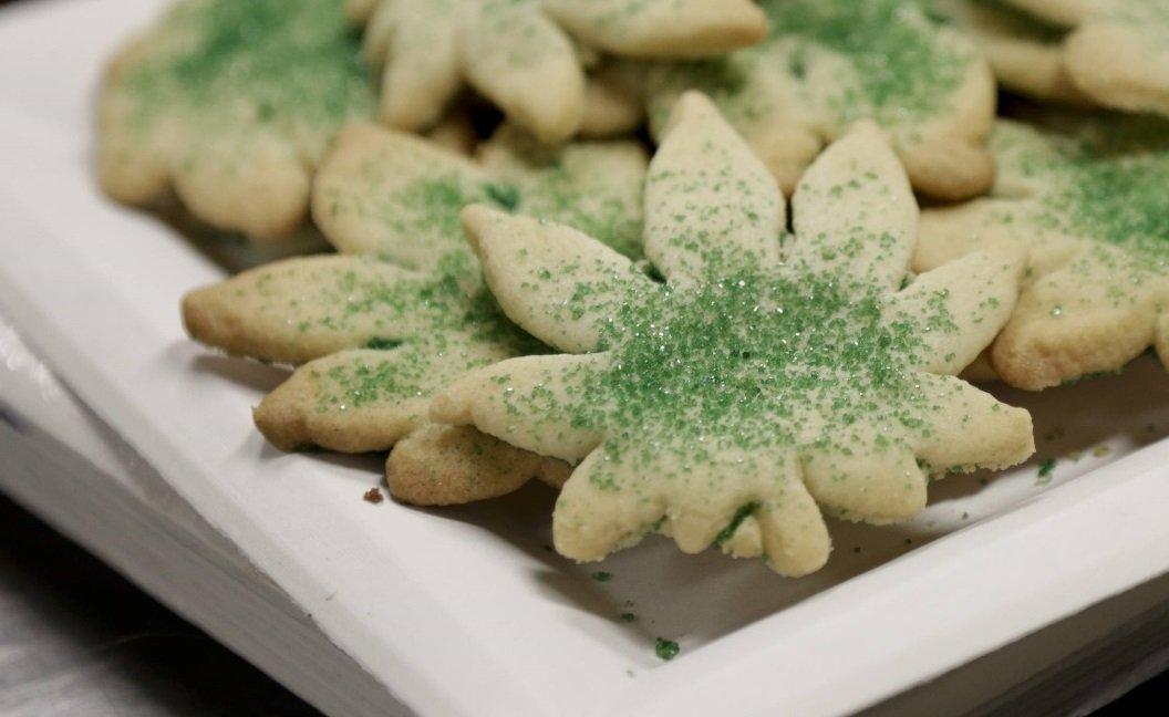 Biscotti a forma di foglia di marijuana